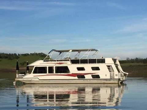 1998 Forever Resort houseboat Stargazer