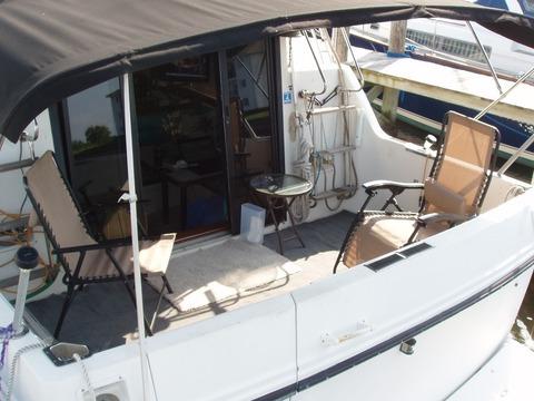 1988 Carver Yachts mariner