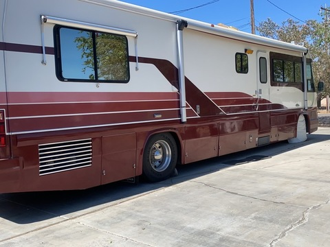 1993 Country Coach Magna 38ft