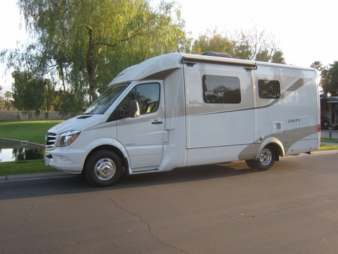 2015 Leisure Travel U24MB