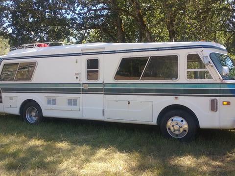 1975 FMC 2900R J Model