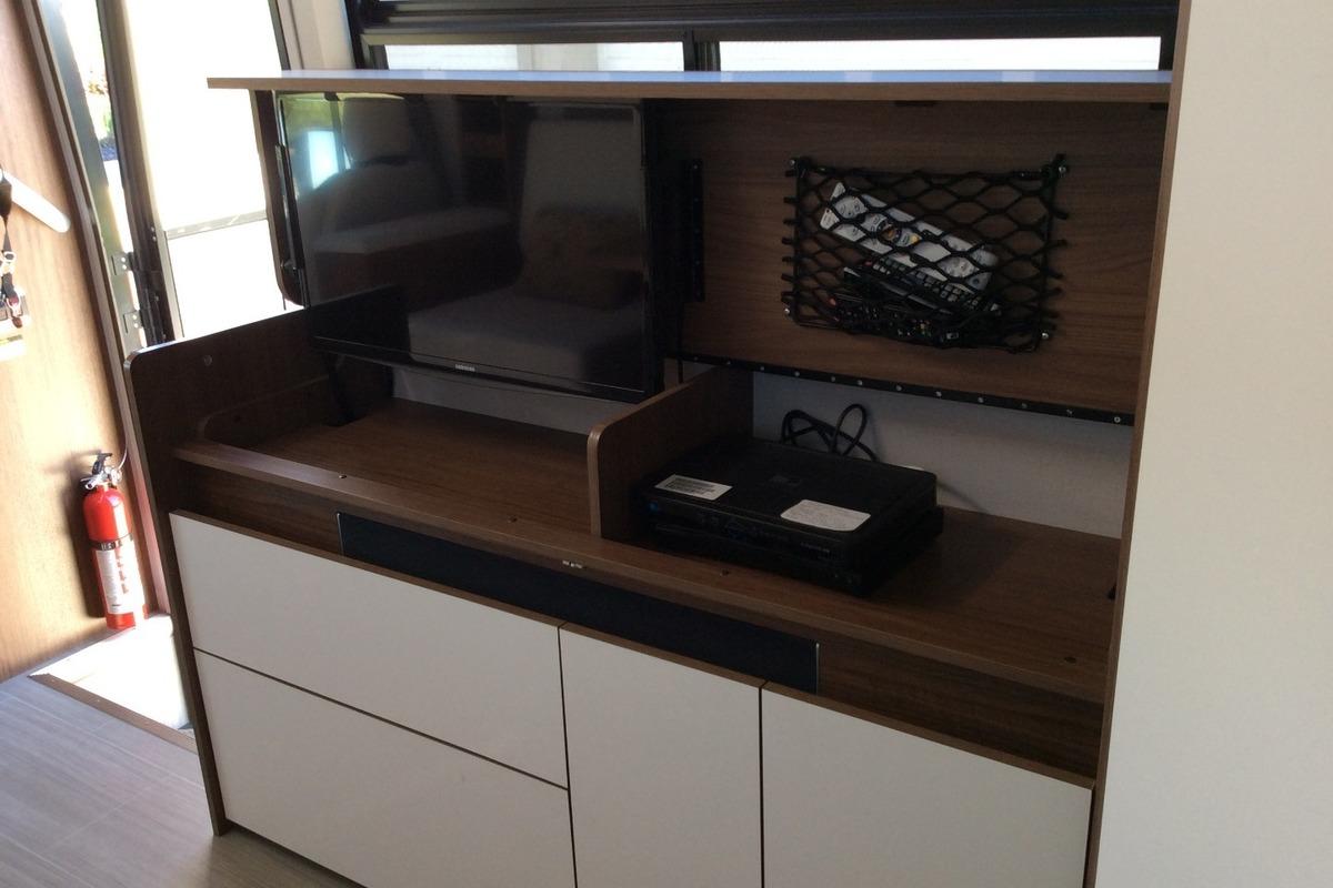 2017 Triplee Leisure Van Wonder Murphy Bed, 5