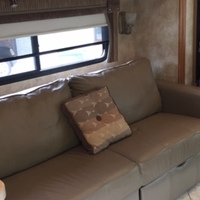 2011 Winnebago Adventurer 35P, 1