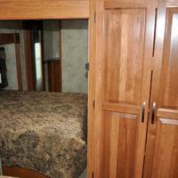 2011 Keystone Montana Mountaineer 326RLT Hickory Edition, 20