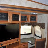 2011 Keystone Montana Mountaineer 326RLT Hickory Edition, 12