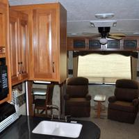 2011 Keystone Montana Mountaineer 326RLT Hickory Edition, 6
