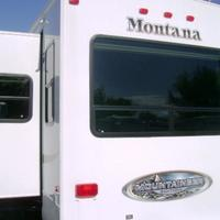 2011 Keystone Montana Mountaineer 326RLT Hickory Edition, 3