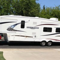 2011 Keystone Montana Mountaineer 326RLT Hickory Edition, 2