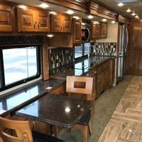2017 Fleetwood Discovery 39F, 7