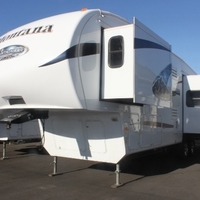 2011 Keystone Montana Mountaineer 326RLT Hickory Edition, 4