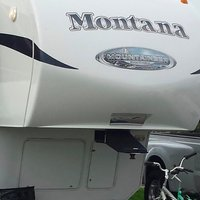 2011 Keystone Montana Mountaineer 326RLT Hickory Edition, 1