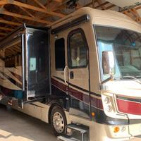 2017 Fleetwood Discovery 39F, 2