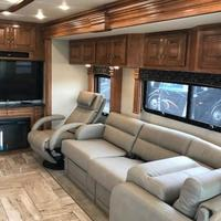 2017 Fleetwood Discovery 39F, 9